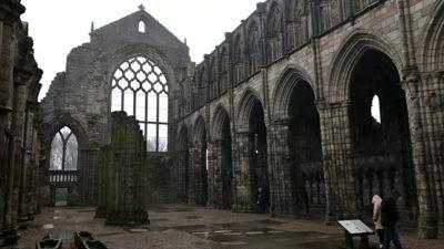 Ruiny dawnego kościoła w opactwie Holyrood. Foto: T. Bobrowski