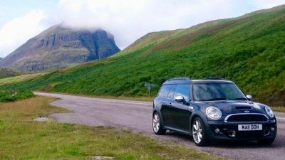 Wypożyczalnia samochodów w Edynburgu to często pierwsze miejsce, do którego kierują się turyści. Foto: M. Błażejczak