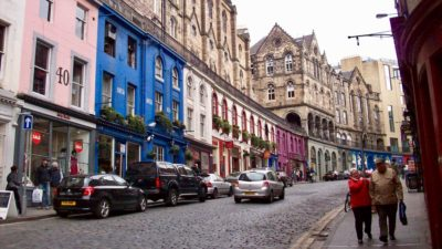Zwiedzanie Edynburga można zaplanować na kilka sposobów: spacerem, komunikacją miejską lub autobusem turystycznym. Foto: M. Błażejczak